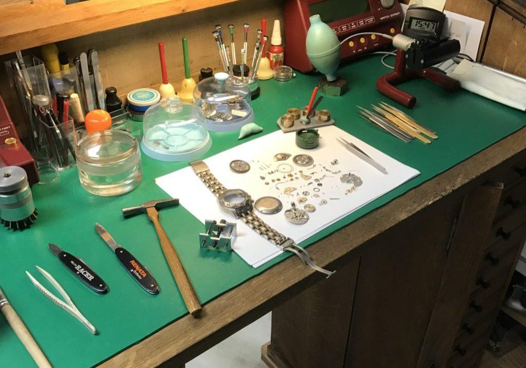 Wir machen alle Arten von Reparaturen und Service von Uhren